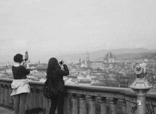 pessoas-fotografando-em-florenca-por-claudia-regina